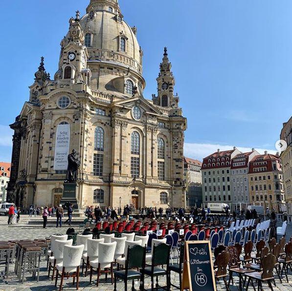 Leere Stühle vor der Frauenkirche - Gastronomen schlagen Alarm